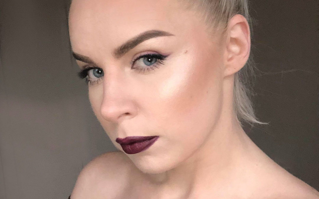 Learn High-Glamour Makeup